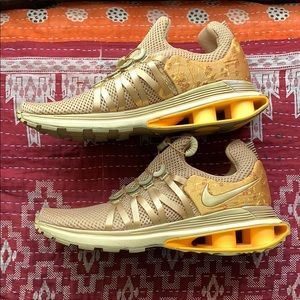 Nike Shox Gravity Metallic Gold. US9.5 like new